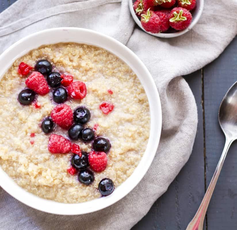 Quinoa-Porridge-with-Berries-_-Cinnamon-Portrait